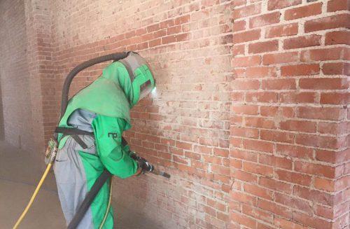 Décapage, sablage, nettoyage par aérogommage mur en briques, pierre Perpignan, Aerotech66